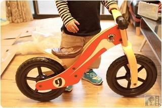 阿歡的第一台木頭平衡滑步車-學習腳踏車的開始-酷輪-Cool KidZ